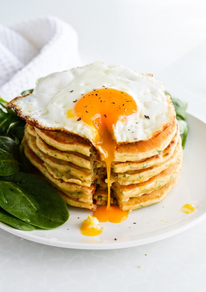 savory-pancakes-with-fried-egg-and-spinach-04