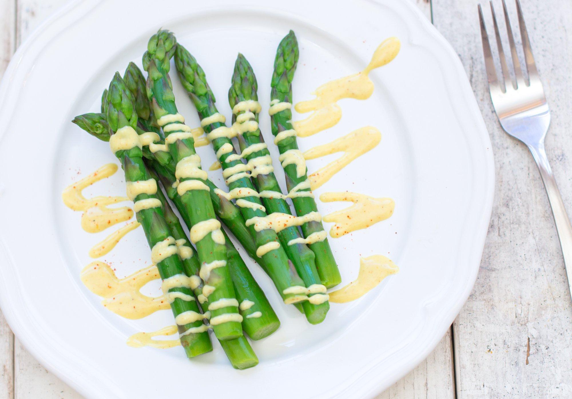 Asparagus with Curry Hollandaise Sauce 3