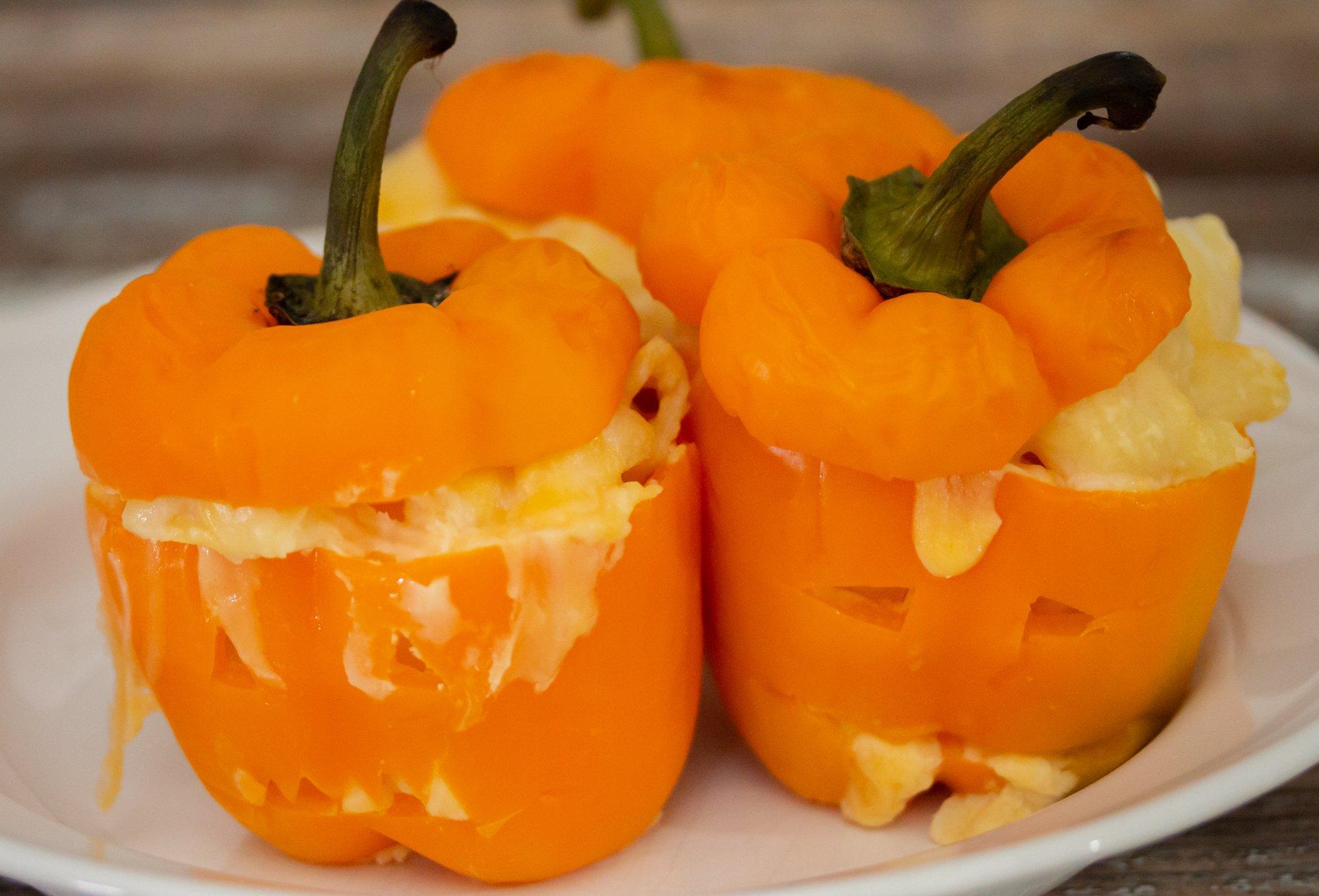 Halloween Mac n Cheese Stuffed Bell Peppers 3